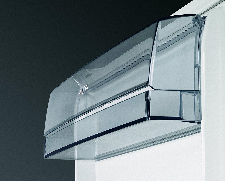 Einbaukühlschrank mit Glasablagen