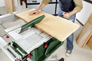 Die Arbeitsfläche der Bosch PTS 10 ist ausreichend groß.