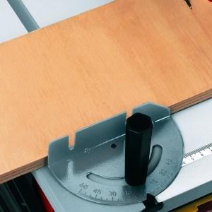 Mit der Tischkreissäge Einhell RT-TS 1221 lässt sich sicher und einfach arbeiten.