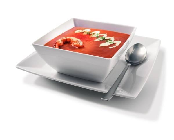 Mithilfe des Standmixers lassen sich cremige Suppen herstellen