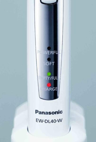Die leuchtende Anzeige auf dem Handstück der elektrischen Zahnbürste