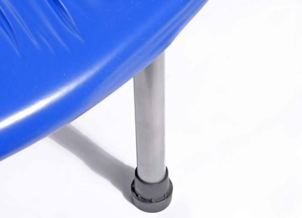Das Trampolin steht auf stabilen Stahlfüßen