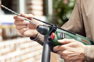 Der Bohrer des Bohrhammer Bosch PBH 2100 Re lässt sich werkzeuglos wechseln