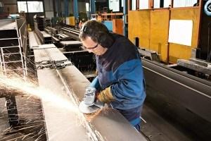 Der Bosch GWS 22-230 JH Professional Winkelschleifer ist auch für den industriellen Einsatz geeignet