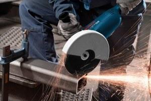 Auch dickes Material kann mit dem Bosch GWS 22-230 JH Professional Winkelschleifer geschnitten werden