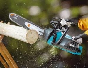 Anwendung der Elektro Kettensäge Gardena 8860 20 CST 3518
