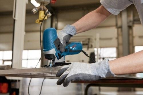 Die Stichsäge ist nicht nur für Holz sondern auch zum schneiden von Metall geeignet
