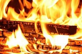 Holzkohlenfeuer