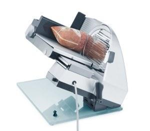 Schneiden Sie ganz einfach Ihre Lieblingswurst mit dem Graef Master M9 Allesschneider Vollmetall in Scheiben.