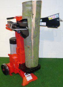 Ersparen Sie sich jede Menge Kraftaufwand, indem Sie einen Holzspalter einsetzen.