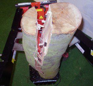 Unser Holzspalter-Vergleichssieger spaltet Holz einfach und präzise.