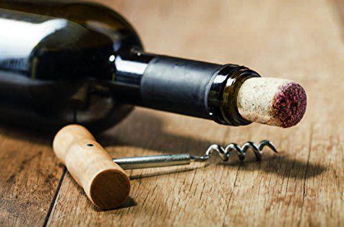 Weinflasche und Korkenzieher