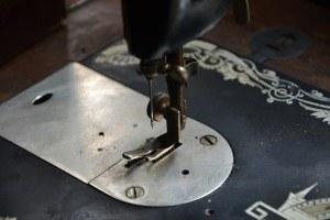 Anfang des 19. Jahrhunderts erfand man die Nähmaschine