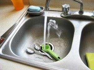 Warmes Wasser für den Abwasch