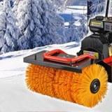 Kehrmaschine im Schnee