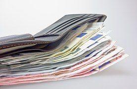 Geldscheine in einer Geldbörse