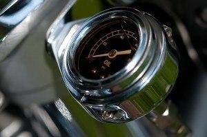 Motoröl des Stromerzeugers überprüfen