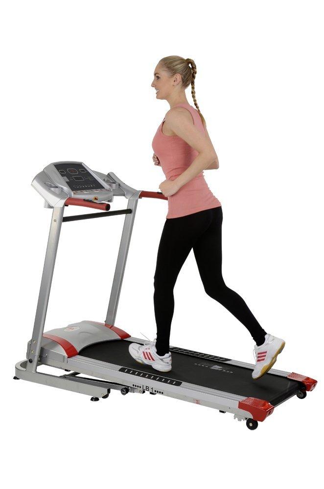 Frau beim Training auf einem Laufband von Christopeit Typ LB1