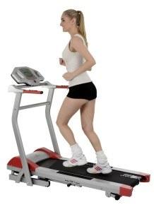 Training einer Frau auf Christopeit Laufband