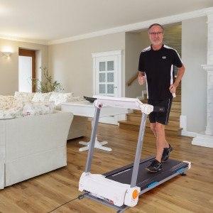 Mann beim Training auf Ultrasport Laufband