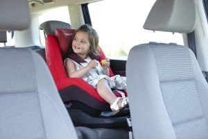 Unterwegs mit dem Maxi Cosi 63405941 Pearl Kinderautositz Family Fix Konzept Total Black