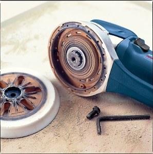 Exzenterschleifer von Bosch mit isolierter Schleifplatte