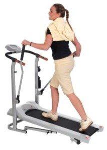 Training einer Frau auf Laufband