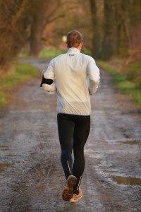 Das Laufen an der frischen Luft hat einige Vorteile, aber auch Nachteile.