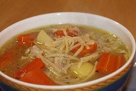 Vitaminreiche Suppe mit Huhn