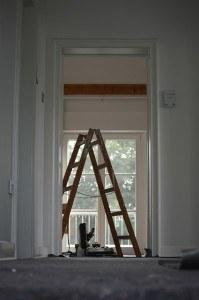 Handwerker beim Arbeiten zu Hause