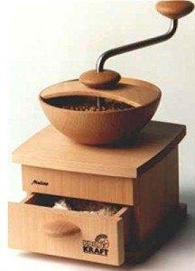 Die Kornkraft Mulino Getreidemühle ist mit einer Handkurbel zu bedienen.