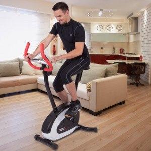 Der Heimtrainer ist für jeden geeignet, der sich sportlich betätigen möchte.