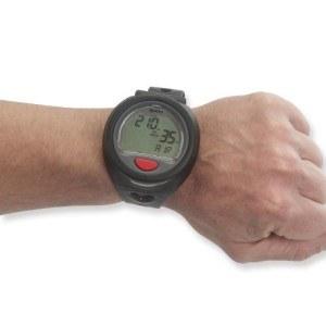 Tauchcomputer als Armbanduhr am Handgelenk