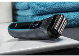 Rasierer Braun cruZer 6 Clean Shave Wet & Dry auf dem Tisch