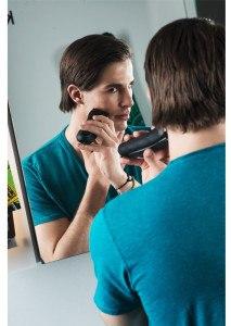 Mann mit Mann mit Rasierer Braun cruZer 6 Clean Shave Wet & Dry Nassrasur Trockenrasur