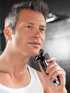 Mann mit PHILIPS RQ 1280/17 Senso Touch 3D Trockenrasur
