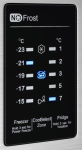 Das Bedienelement der Samsung Kühl-Gefrier-Kombination ist sehr praktisch.