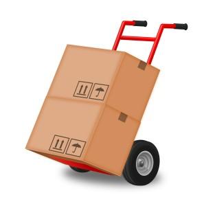 Benutzen Sie geeignete Hilfsmittel zum Transport des Kühlschrankes.
