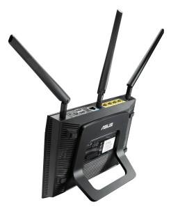 Asus_RT-N66U_N900_Black_Diamond_Router_im_Test_hinten_deite