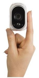 Netgear Arlo VMS3330-100EUS Smart Home 3 HD-Kamera-Sicherheitssystem Hand