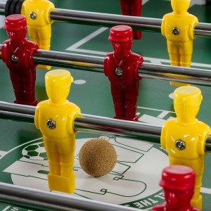 22 Spielfiguren sind auf dem TUNIRO® Profi Tischkicker.