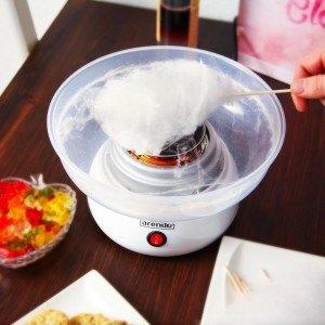 Zuckerwatte in Zuckerwattemaschine