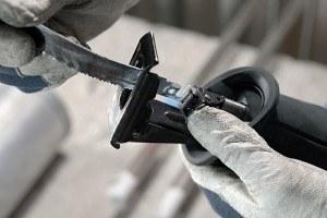 Bosch Professional GSA 1100 E Säbelsäge, 2 Sägeblätter