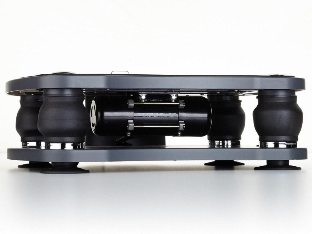 Seitenansicht von Dämpfung der Skandika Vibrationsplatte schwarz
