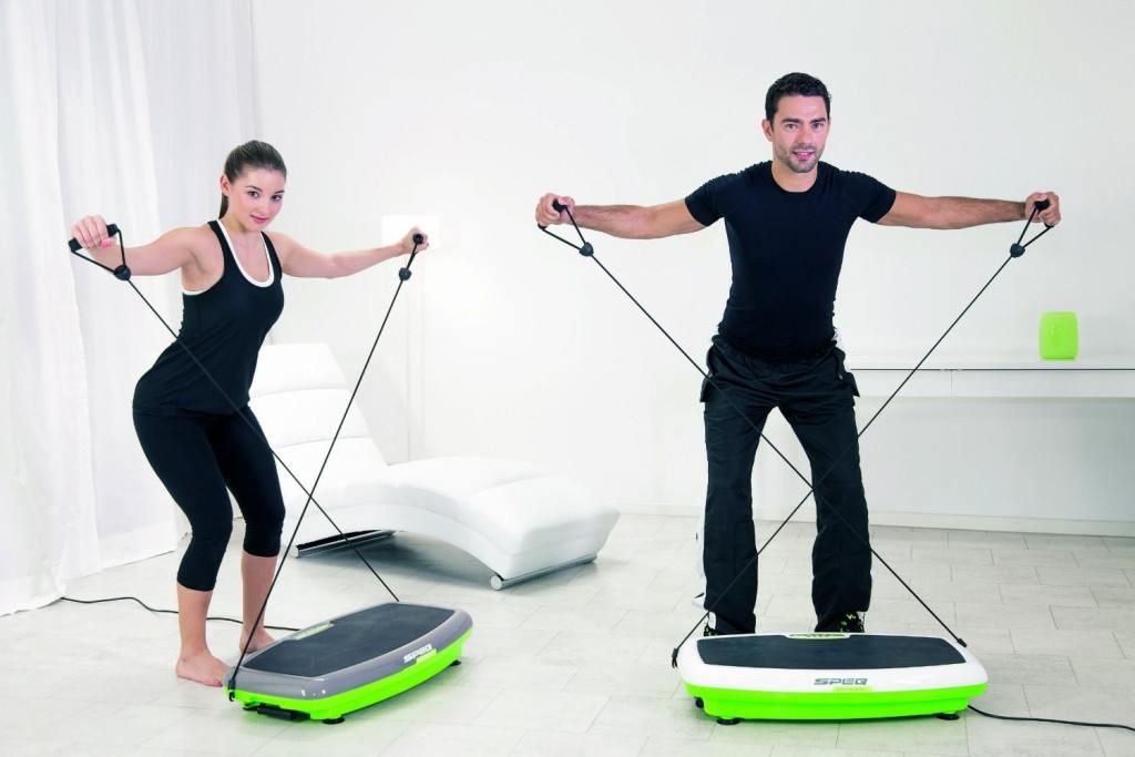 Traing der Arme auf Speq Vibrationsplatte mit Zubehör
