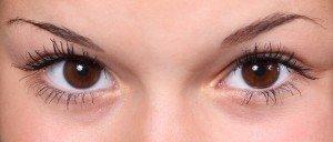 Augen mit Mascara getuscht