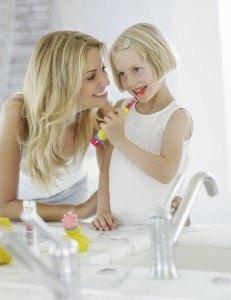 Internet vs. Fachhandel: Wo kaufe ich meine elektrische Kinderzahnbürste am besten?