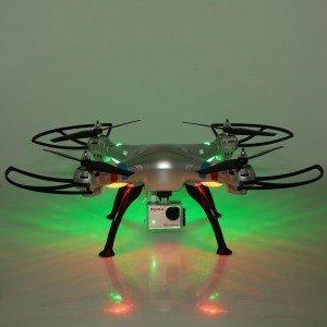 Beleuchteter Quadrocopter von Syma