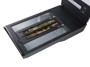 Canon CanoScan 9000F Mark II Film und Negative Scanner (35 mm Film, 120 Format Film, 9600 x 9600 dpi, USB 2.0) schwarz
