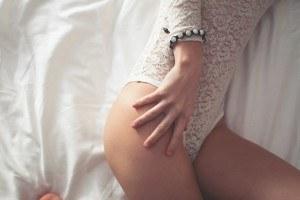 Nackten Beine einer Frau